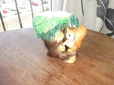 VINTAGE HORNSEA POSY VASE CUTE CHEEKY FACE SQUIRREL IN TREE FAUNA  NO 26